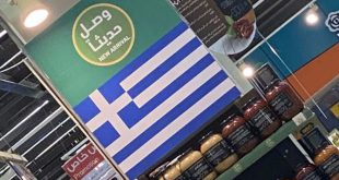 Suudiler Türk ürünlerinin yerine Yunan bayrağı asıyorlar
